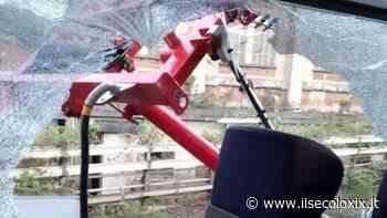 Il pantografo di un treno sulla linea Acqui-Genova si stacca e manda in frantumi un finestrino: nessun ferito - Il Secolo XIX