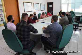 Vereadores e secretário de Infraestrutura debatem obras no Lago Aratinga em Arapoti - Folha Extra