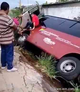 Autobús se encunetó cuando hacia maniobras para estacionarse en Tocuyito - ACN ( Agencia Carabobeña de Noticias)
