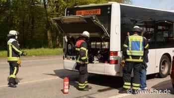 Einsatz auf der K80 bei Glinde: Qualm steigt aus Linienbus auf der K80 auf   shz.de - shz.de