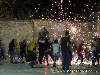 More than 200 Palestianians injured after clashes with Israeli police at mosque