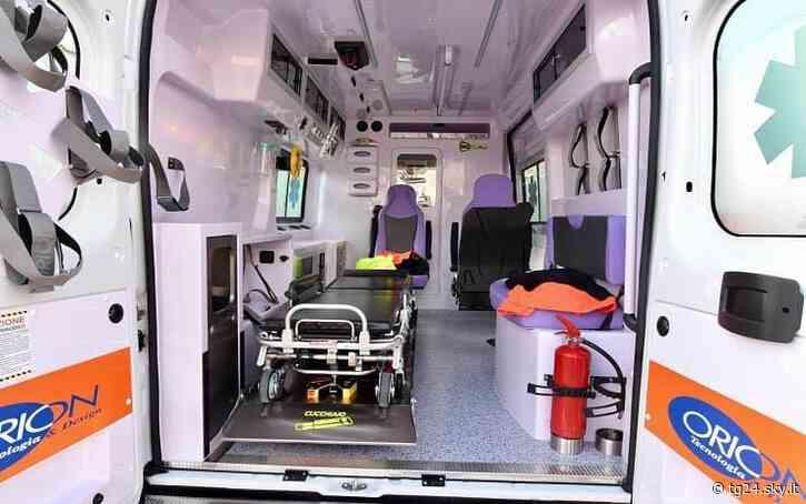 Incidente a Maddaloni, scooter contro un'auto: due morti - Sky Tg24