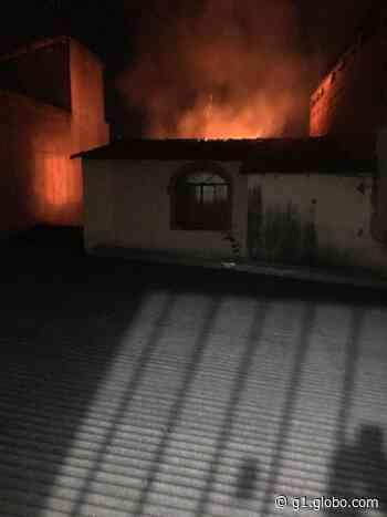Incêndio destrói casa em Governador Valadares; suspeita é de vazamento de gás de cozinha - G1