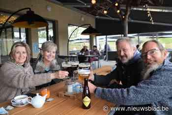 Dertig ongeduldigen staan al voor opening te trappelen aan Café Trappisten