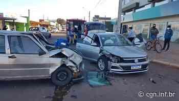 Carros se envolvem em grave forte colisão no Jardim Clarito; Três pessoas ficam feridas - CGN