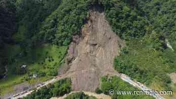 Un derrumbe mantiene con cierre total la vía Dabeiba-Mutatá, en Antioquia - RCN Radio