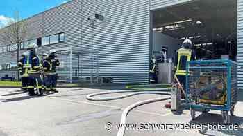 Feuer bei Ceratizit in Empfingen - Anlage in der Produktionshalle im Vollbrand - Schwarzwälder Bote