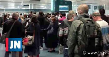 Indignação de centenas de passageiros em caos no aeroporto do Porto - Jornal de Notícias
