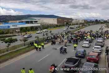 Cajicá totalmente cerrada, manifestantes persisten en los bloqueos - Noticias Día a Día