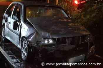Homens tentam fugir da polícia e veículo atinge casa, em Blumenau - Jornal de Pomerode