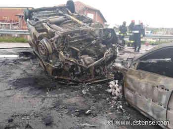 Pauroso incidente ad Argenta, tre veicoli si scontrano e vanno a fuoco - Estense.com