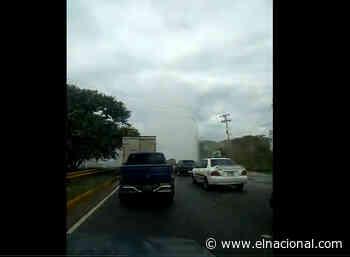 Rotura de tubería entre Guarenas y Guatire genera gran fuente de agua - El Nacional