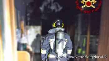 La candela lasciata accesa provoca un incendio, anziana intossicata a Noale - La Nuova Venezia