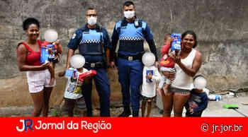 Guardas doam roupas e cobertores para famílias do Santa Gertrudes - JORNAL DA REGIÃO - JUNDIAÍ