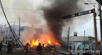 Incendio consume una vivienda en Mollendo, Arequipa (VIDEO) - Diario Correo