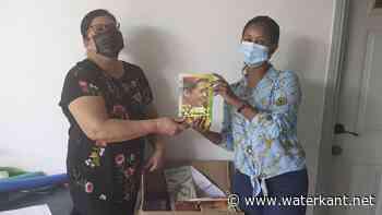 OHM en de Bruggenbouwers doneren boeken - Waterkant