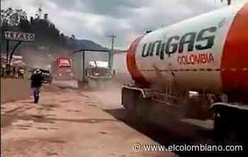 Camioneros rompen bloqueo en la vía Bogotá- Tunja - El Colombiano