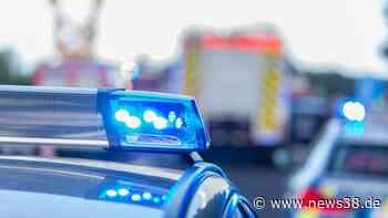 A39 bei Cremlingen: Lkw kracht in Mauer – Spanngurte fliegen - News38