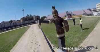 Quintana di Foligno, brividi per il video dal caschetto del cavaliere Andrea Leonardi - Corriere dell'Umbria