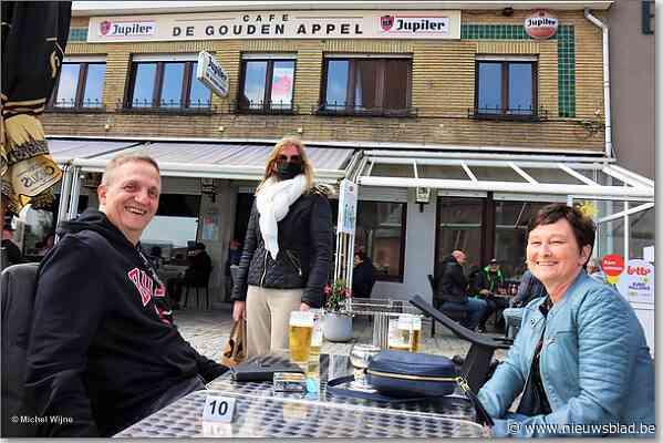 FOTO. Opening Café De Gouden Appel is schot in de roos