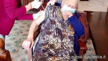"""Bacoli, a 101 anni si vaccina """"nonna Maria"""" - La Repubblica"""