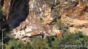 Palermo, frana a Monte Pellegrino: cede costone su un parcheggio abbandonato - Giornale di Sicilia