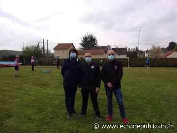 Le club de badminton a repris les séances en plein air - Echo Républicain