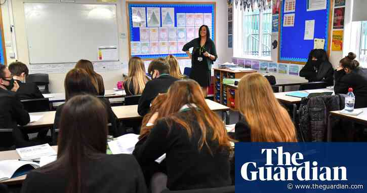 Secondary school pupils no longer advised to wear masks in class, Williamson confirms