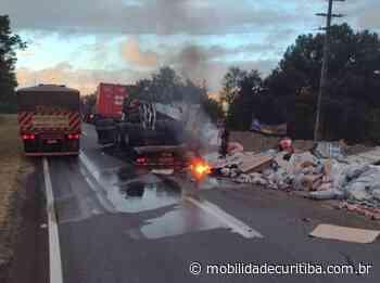 Tombamento de carreta interdita BR-116 em Campina Grande do Sul Carreta Tombamento Campina - Mobilidade Curitiba