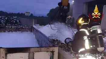 Incendio in un'azienda di trattamento rifiuti di Pradamano - TGR Friuli Venezia Giulia - TGR – Rai