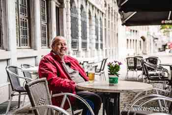 """Eerste klanten genieten van koffie of pintje op terrassen in 't Stad: """"Emotioneel moment"""" - Gazet van Antwerpen"""