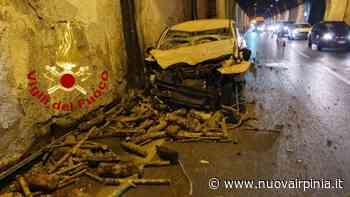 Incidente a Solofra fra un'auto e un camion carico di legna, due feriti - Nuova Irpinia
