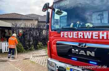 FW Flotwedel: Hecke fängt bei Dachdeckarbeiten Feuer