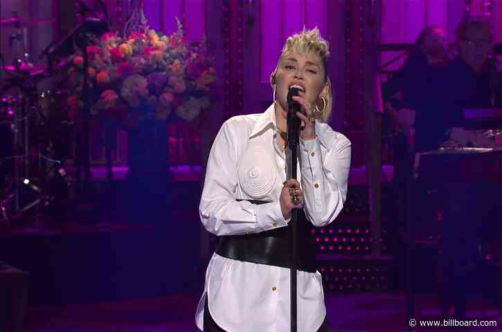 Miley Cyrus Covers Dolly Parton in Moving 'SNL' Mother's Day Tribute, Performs With The Kid LAROI: Watch