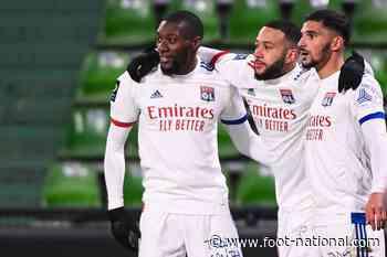 Lyon : Les joueurs sortent du stade pour fêter la victoire - Foot National
