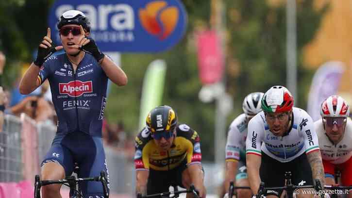 A Novara il primo sprint è di Merlier, beffati Nizzolo e Viviani. Ganna resta in rosa - La Gazzetta dello Sport