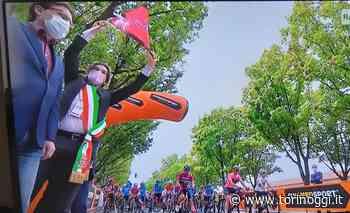 Il Giro colora di rosa la Palazzina di Stupinigi e saluta la provincia di Torino (FOTO e VIDEO) - TorinOggi.it