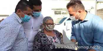 Prefeitura entrega escrituras para moradores de Itaquaquecetuba - O Diário