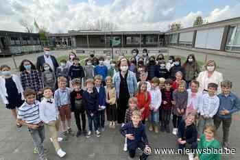 Leerlingen en ouders verrassen Marijke, 'hét gezicht van 't secretariaat' - Het Nieuwsblad