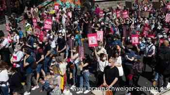 Kritik an Macron: Zehntausende protestieren in Frankreich gegen Klimagesetz