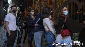 Lunga fila di ragazze e ragazzi bellissimi nel cuore di Napoli: il motivo - NapoliToday