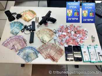 Casal é preso com drogas e arma no Vale do Carangola   Tribuna de Petrópolis - Tribuna de Petrópolis