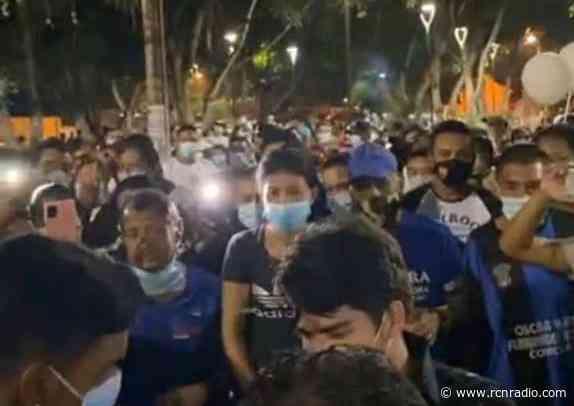 Multitudinaria aglomeración en funeral de reconocido locutor en Galapa (Atlántico) - RCN Radio