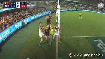 'Straight into the pool room': Goal umpire steals the show at the Gabba
