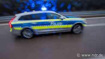 Uslar: Unbekannte treten Außenspiegel von 19 Autos ab - NDR.de