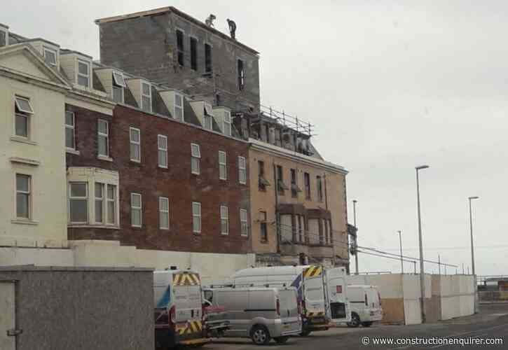 Workers left without edge protection on fifth floor roof