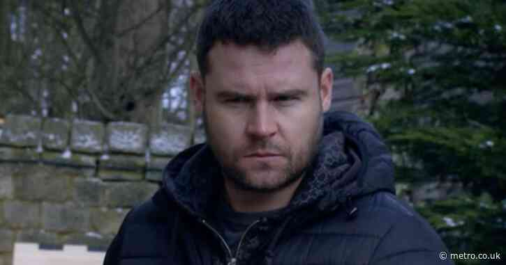 Emmerdale spoilers: Aaron Dingle is brutally attacked tonight when doing the right thing