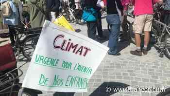 """Limoges : """"Inscrivez la protection du climat dans la Constitution !"""", 200 manifestants à vélo pour le climat - France Bleu"""