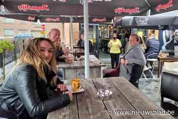 Regen houdt die-hard terrasgangers niet tegen - Het Nieuwsblad