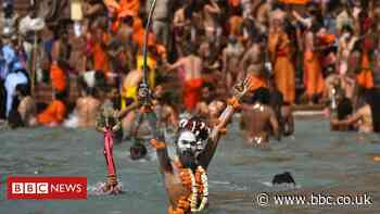 India Covid: Kumbh Mela pilgrims turn into super-spreaders
